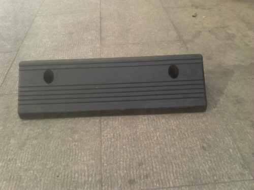 上海挡车器 上海汽车档 车位挡车器 橡胶停车挡 挡车垫 上坡垫